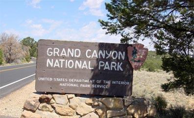 »Naturwunder der Rocky Mountains: Eingang zum Grand Canyon NP«