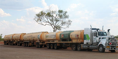 »Höhepunkte Australiens: Road Train im Outback«