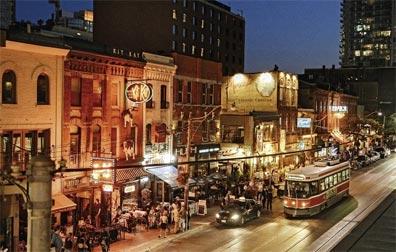 »Kanada Rundreise: Staßenbahn auf der King Street, Toronto«