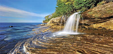 » Miners Beach Falls, Pictured Rocks National Lakeshore «