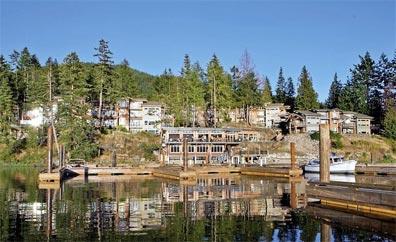 »Mächtige Rockies & Charmante Küste: Painted Boat Resort«