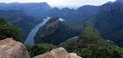 »Wildes Herz Afrikas: Spektakuläre landschaftliche Kontraste«