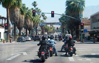 »Genuss pur: Mit dem Motorrad durch die USA reisen«