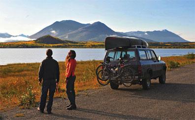 »Highlights Alaska & Yukon: Haines Highway am Dezadeash Lake«