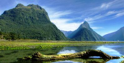 »Mitre Peak im Milford Sound - Urlaub in Neuseeland«