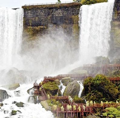 »Ausflug zu den Niagarafällen - Kanadische Kontraste«