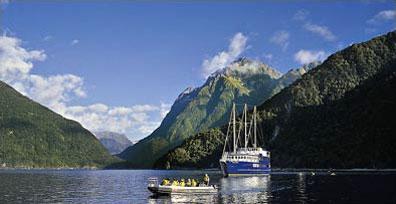 »Milford Sound Tagestouren und Übernachtungskreuzfahrt«