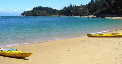 »Kayak fahren im Abel-Tasman-Nationalpark (Neuseeland Reise)«