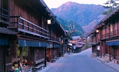»Japan von Hokkaido nach Kyushu: Dorfstraße in Japan«