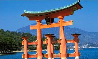 »Klassiker-Rundreisen Japan: Torii des Itsukushima-Schrein«
