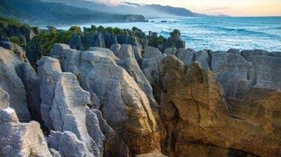 »Die Pfannkuchenfelsen bei Punakaiki, Neuseeland«