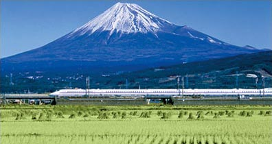 » Shinkansen-Express vor Fuji-San in Japan «