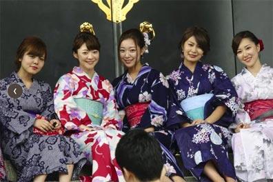 »Farbenprächtiges Japan - Kirschblüte oder Herbstlaubfärbung«